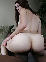 Teen warms up with a dildo before fucking