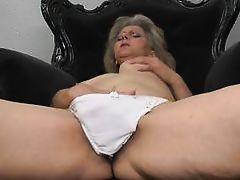 mature blond fingering her hairy cum-hole