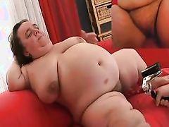 midget slut gets a close-up @ gidget the monster midget